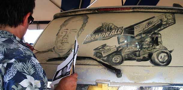 Scott Wade - художник, рисующий на грязных машинах