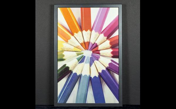 Первая в мире полноцветная электронная бумага от компании E Ink