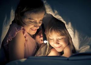 Чтение с фонариком - 10 способов привить ребёнку любовь к чтению