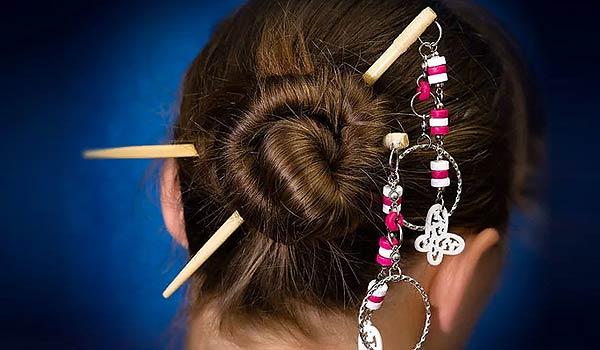 Палочки - как фиксатор для волос и украшение